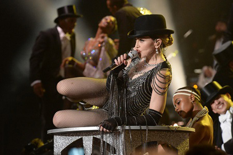 576711507LL093_Madonna_Rebe